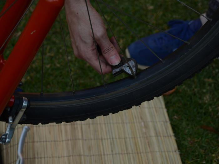 how to fix eight the wheels of a Bicycle