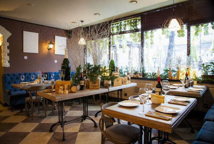 Billige restaurants in moskau kritik bewertung for Billige holztische