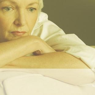 what are hot flashes in women