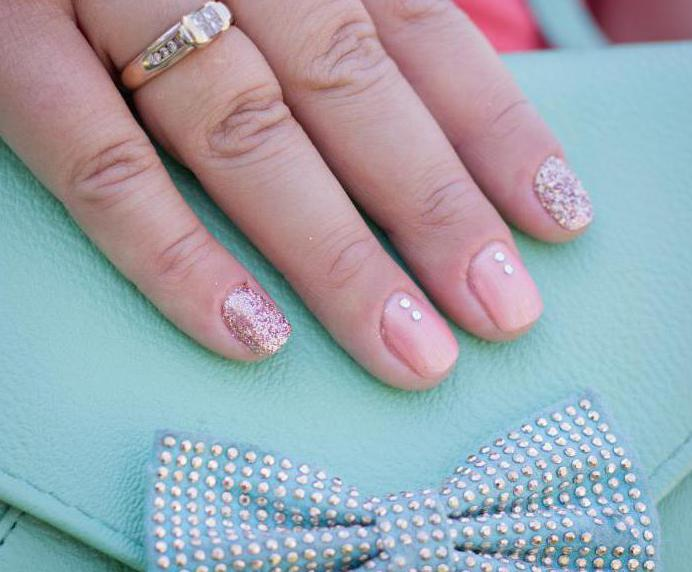 French manicure with pebbles