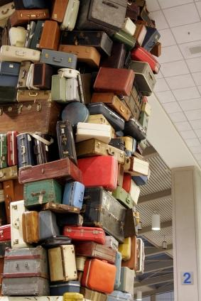 how to choose a good suitcase
