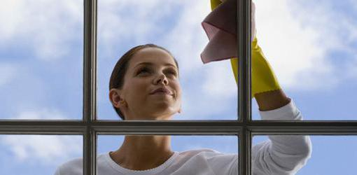 how to clean traces of adhesive on the plastic Windows