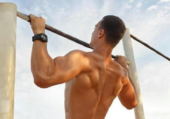reverse pull-UPS on the bar