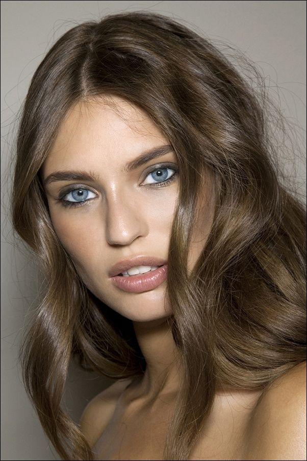 Haarfarbe sehr blaue welche haut helle augen Augenfarben