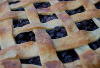 Pie with berries on yogurt. Sweet pastries. Recipes