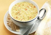 Prepare a delicious soup with noodles and chicken
